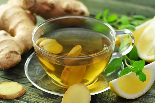 Uống trà gừng giúp giảm đau đầu vùng trán hiệu quả